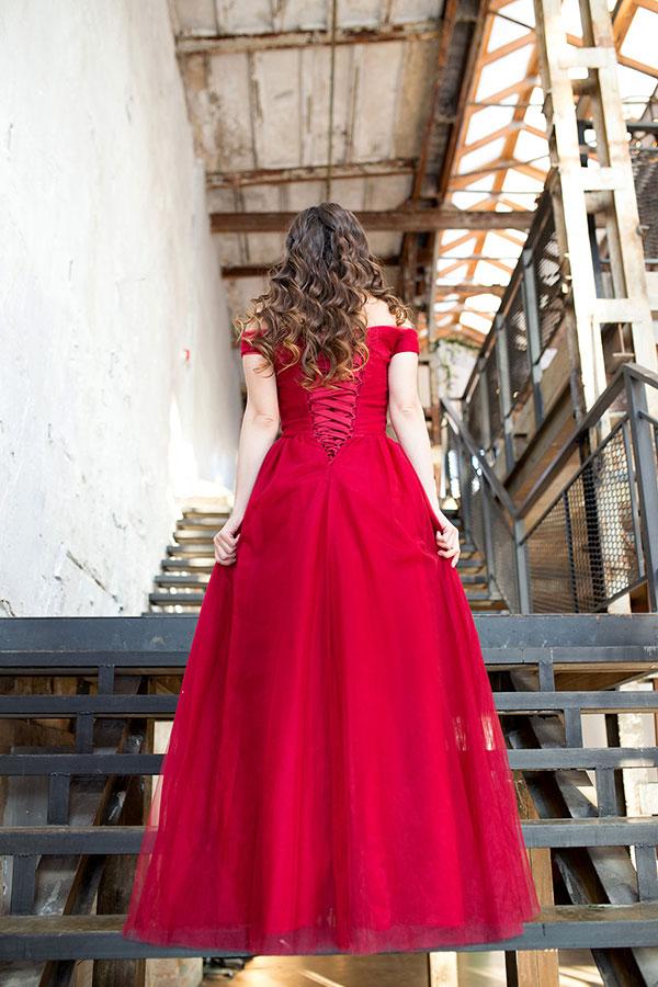 Алое платье напрокат