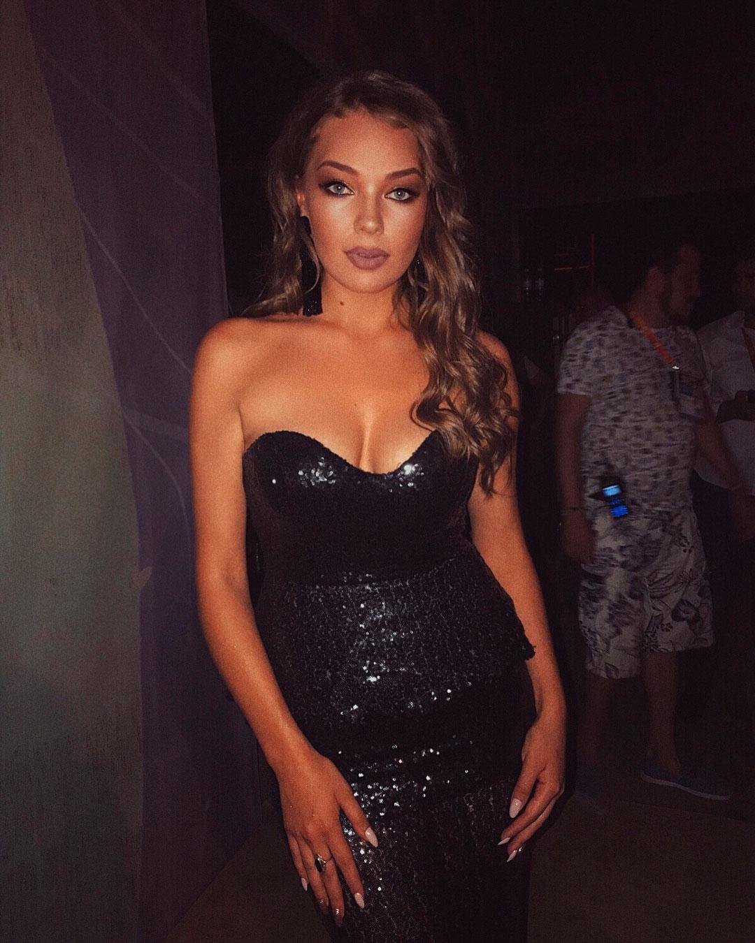 Гузель Хасанова в блестящем черном платье