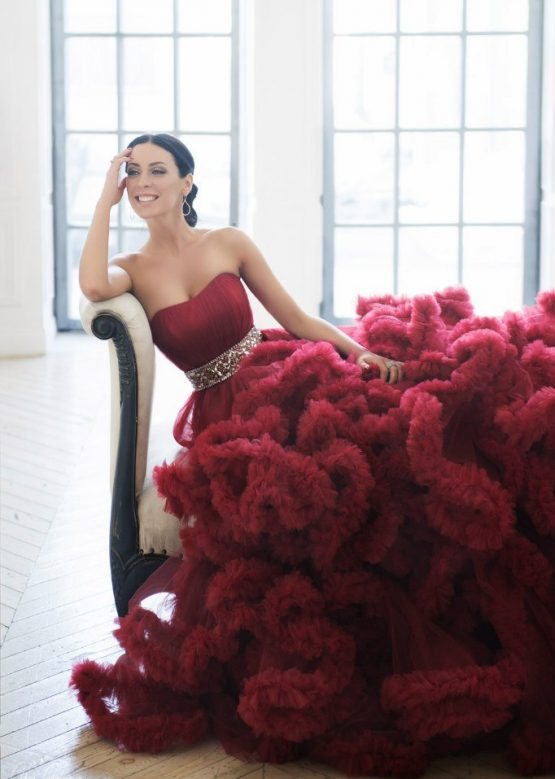 Фотосессия в интерьерной студии в пышном платье