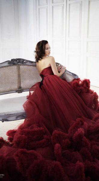 Обворожительное платье-облако в винно бордовом цвете