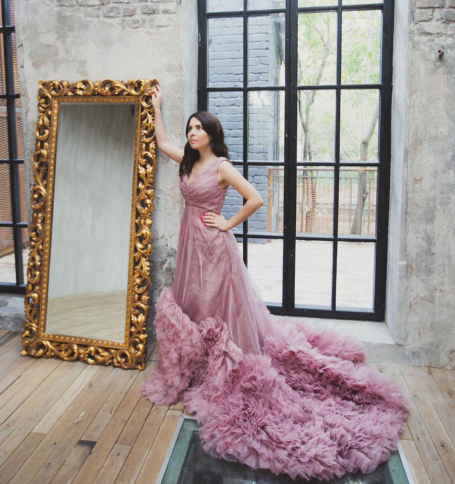Студийная фотосессия в платье