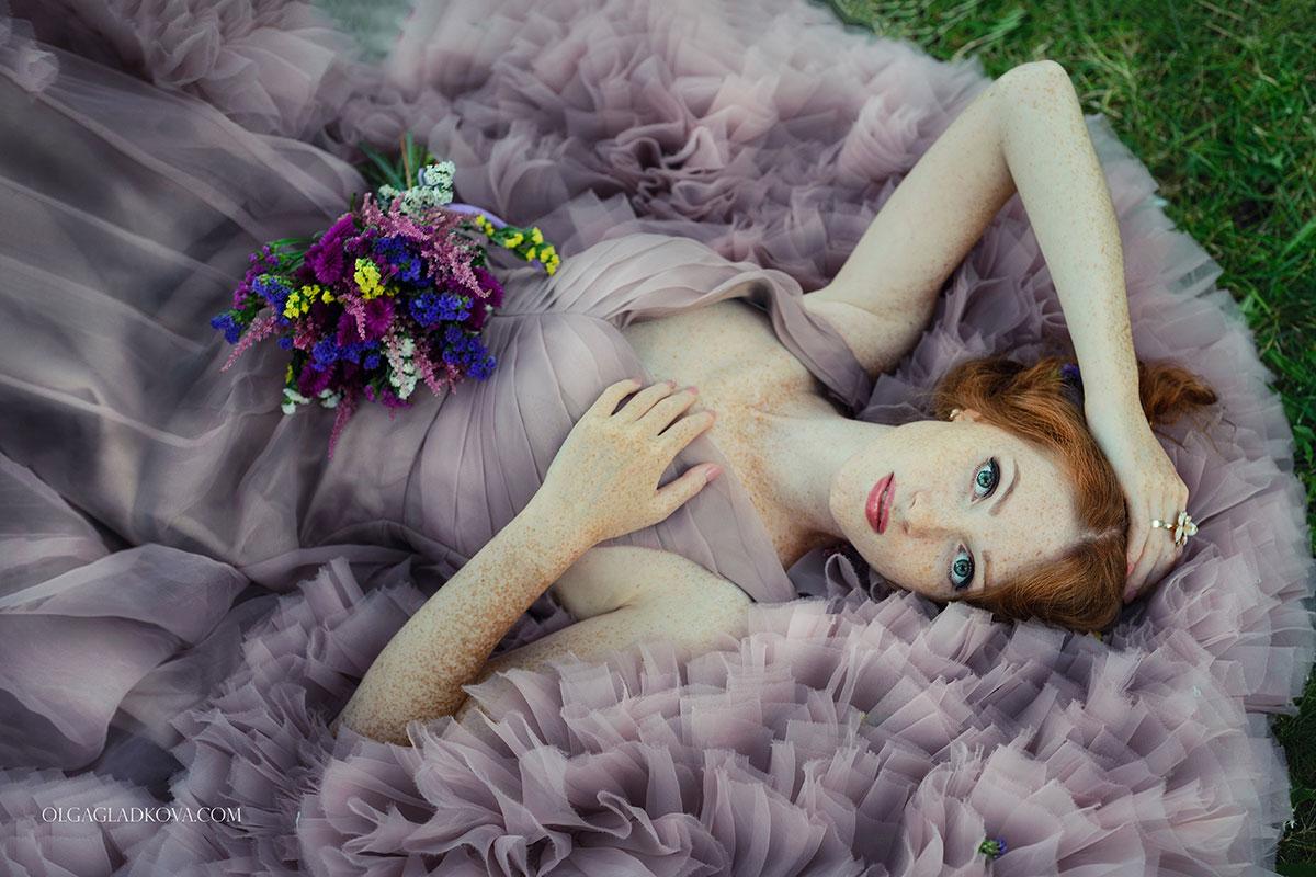 Фотосессия в саду в платье