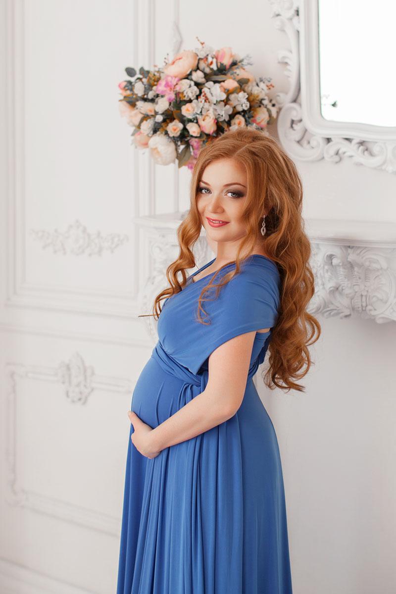 Свободное платье в пол синего оттенка для беременной