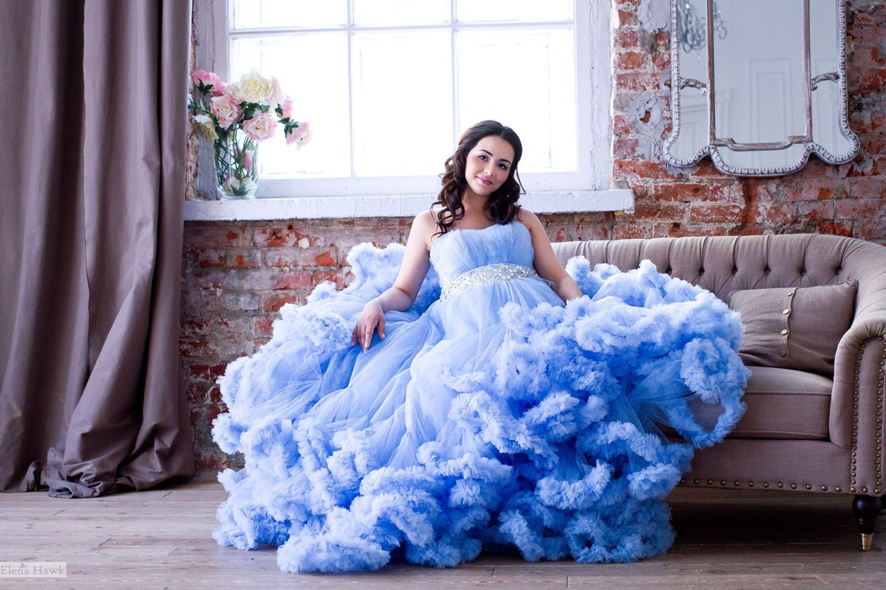 Облачное платье василькового цвета