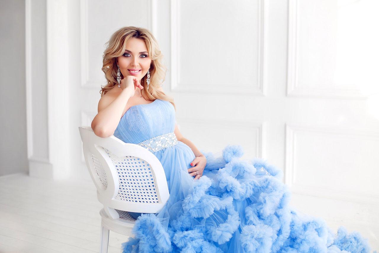Платье голубое облако с пышным шлейфом