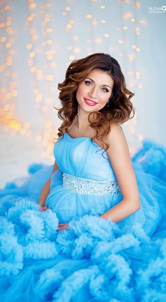 Фотосессия беременности в голубом платье
