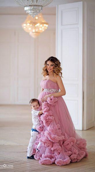 Фотосессия будущей мамы с сыном