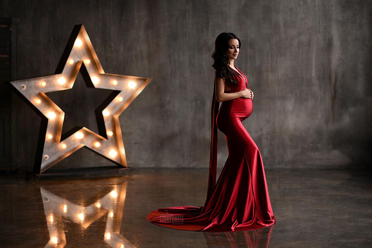 Пурпурное платье для беременных из тянущейся ткани