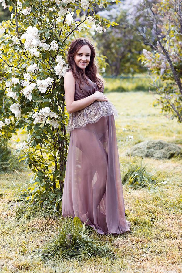 Фотосессия беременной девушки в ажурном платье
