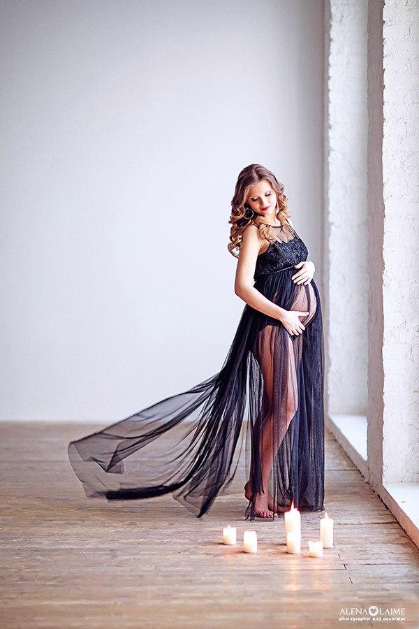 Фотосессия беременности в чёрном платье