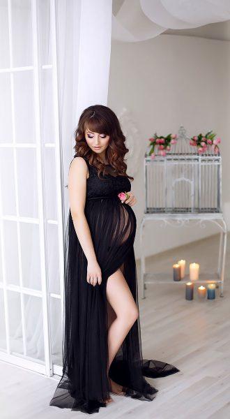 Фотосессия беременности в черном будуарном платье