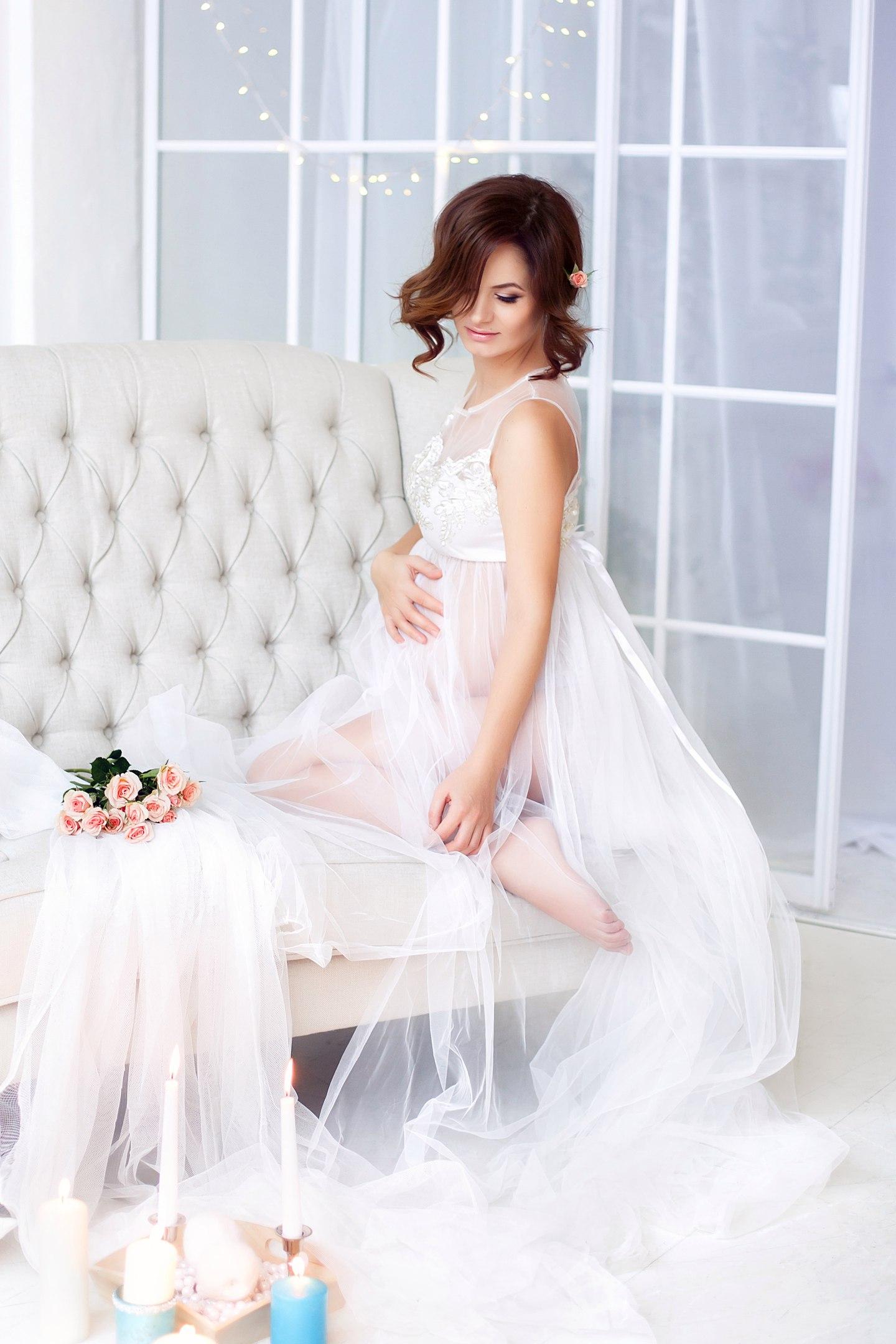 Белоснежное платье для фотосессии беременности
