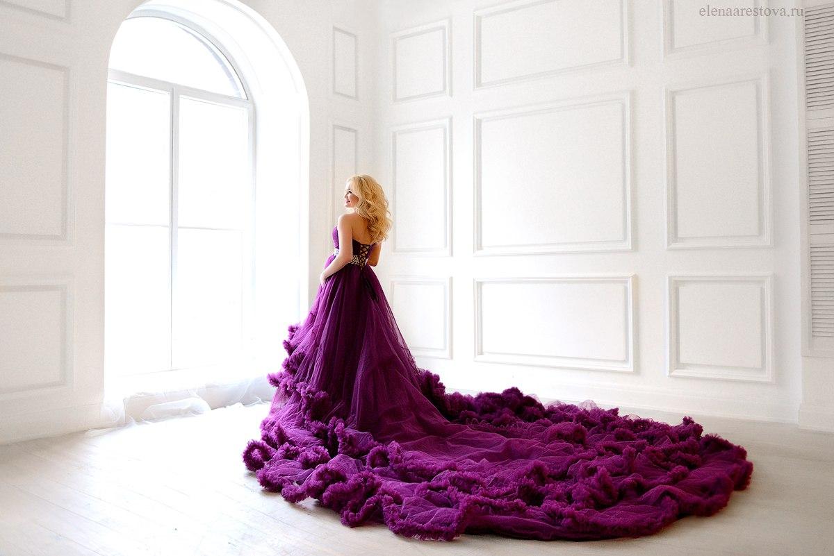 Фотосессия девушки в потрясающем ярко-лиловом платье