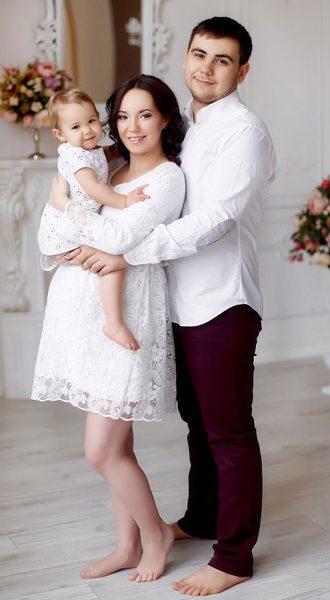 Короткое белое платье для беременных Lulu