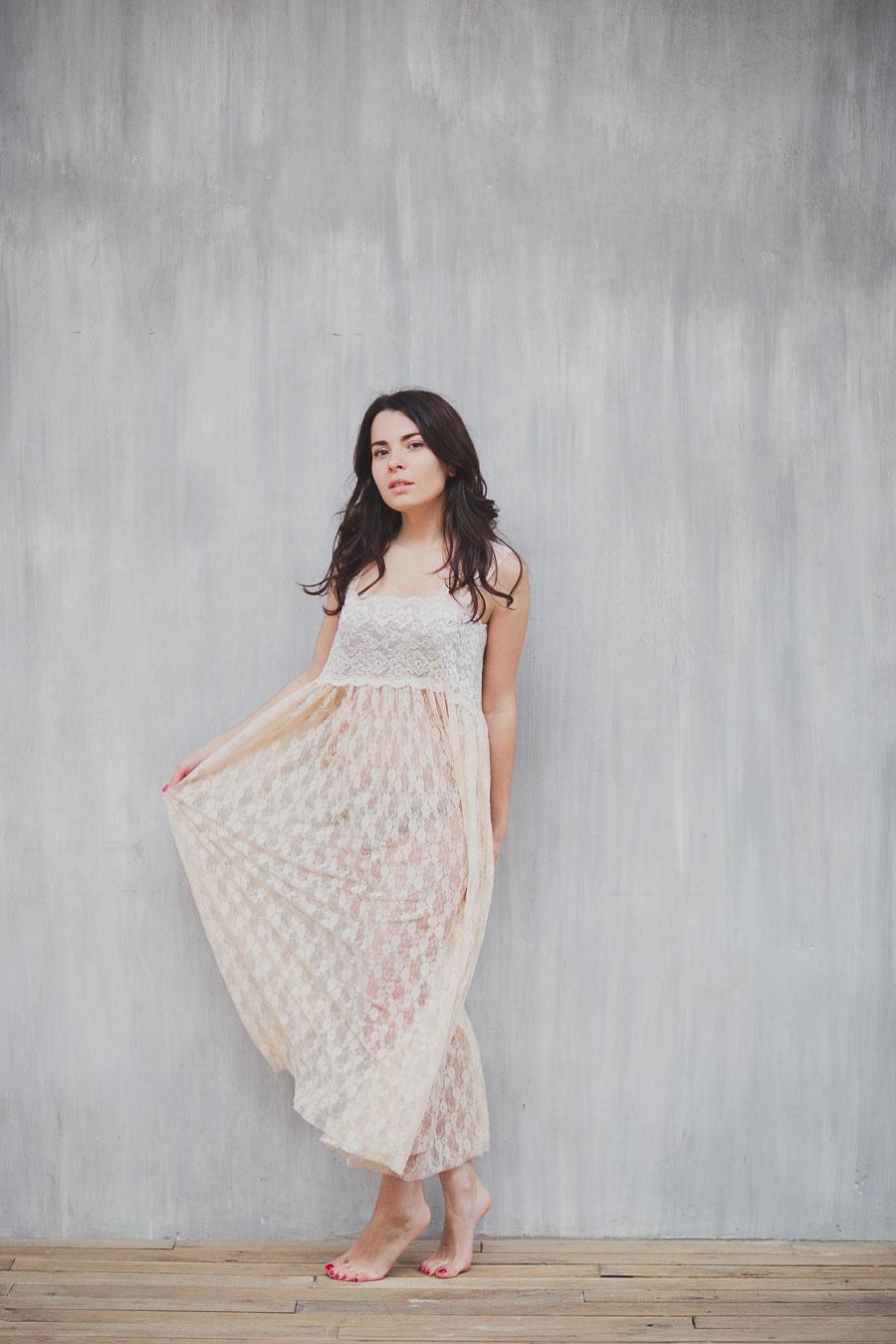 Платье свободного покроя кремового оттенка