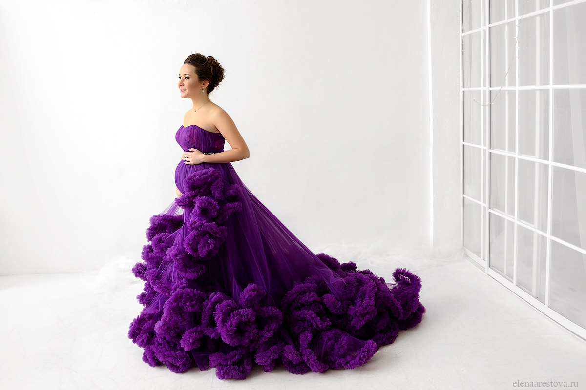 Фиолетовое платье-облако для будущей мамы