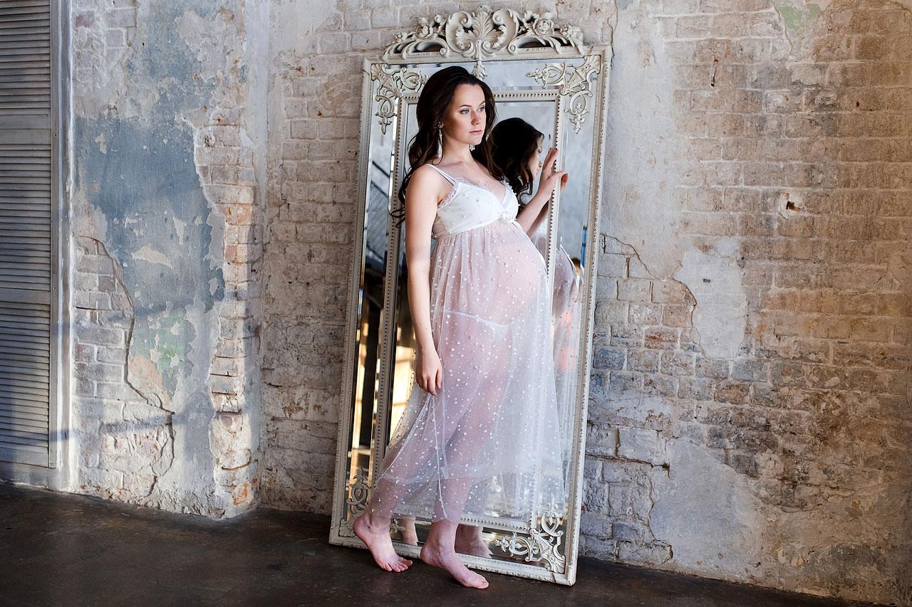 Фотосессия беременности босиком