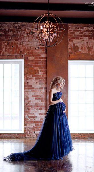 Вечернее платье с длинным шлейфом
