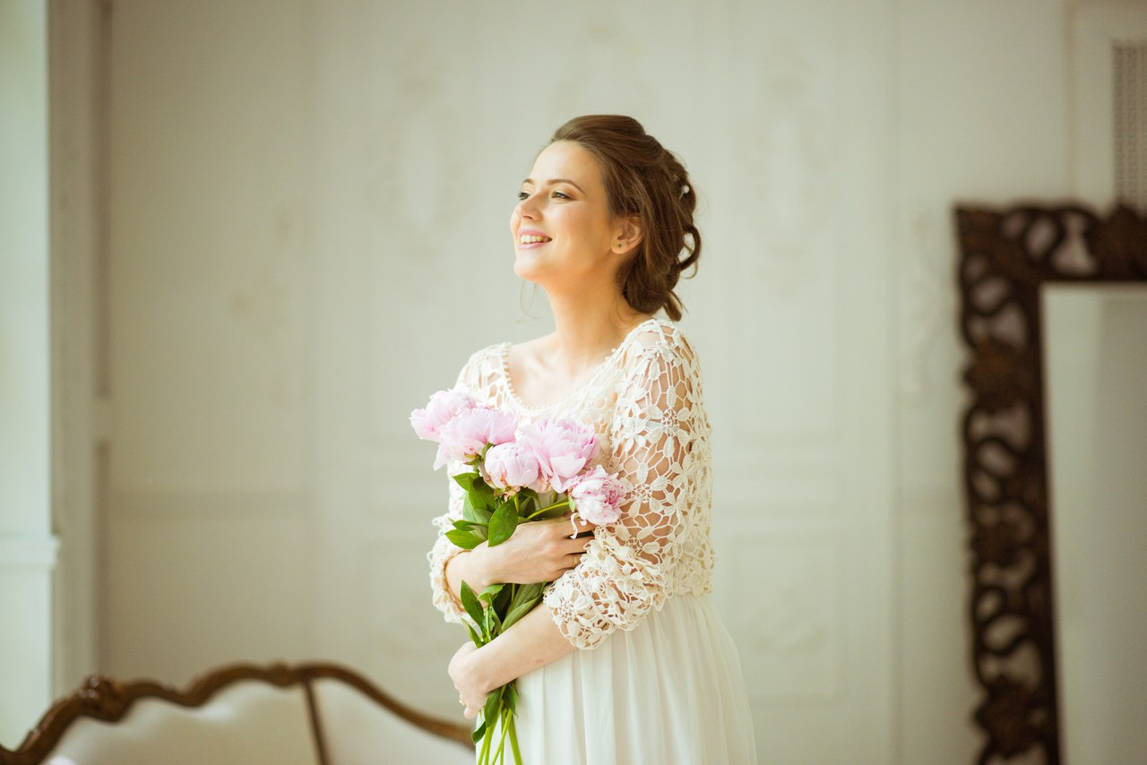 Платье оттенка айвори с кружевом кроше