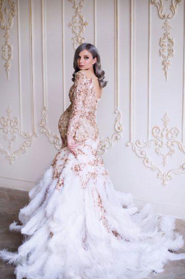 Платье с перьями для беременных