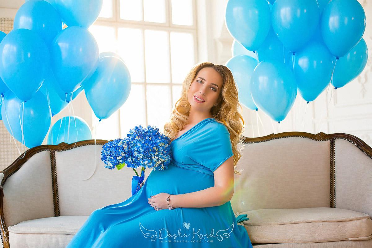 Платье для беременной светло-голубого цвета
