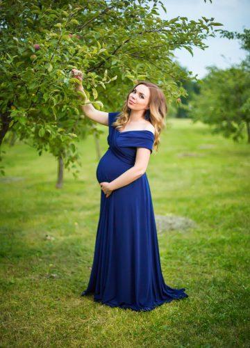 Синее платье-трансформер цвета нэйви блю на беременной
