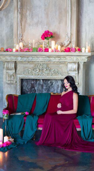 Фото беременности в платье цвета спелой ежевики