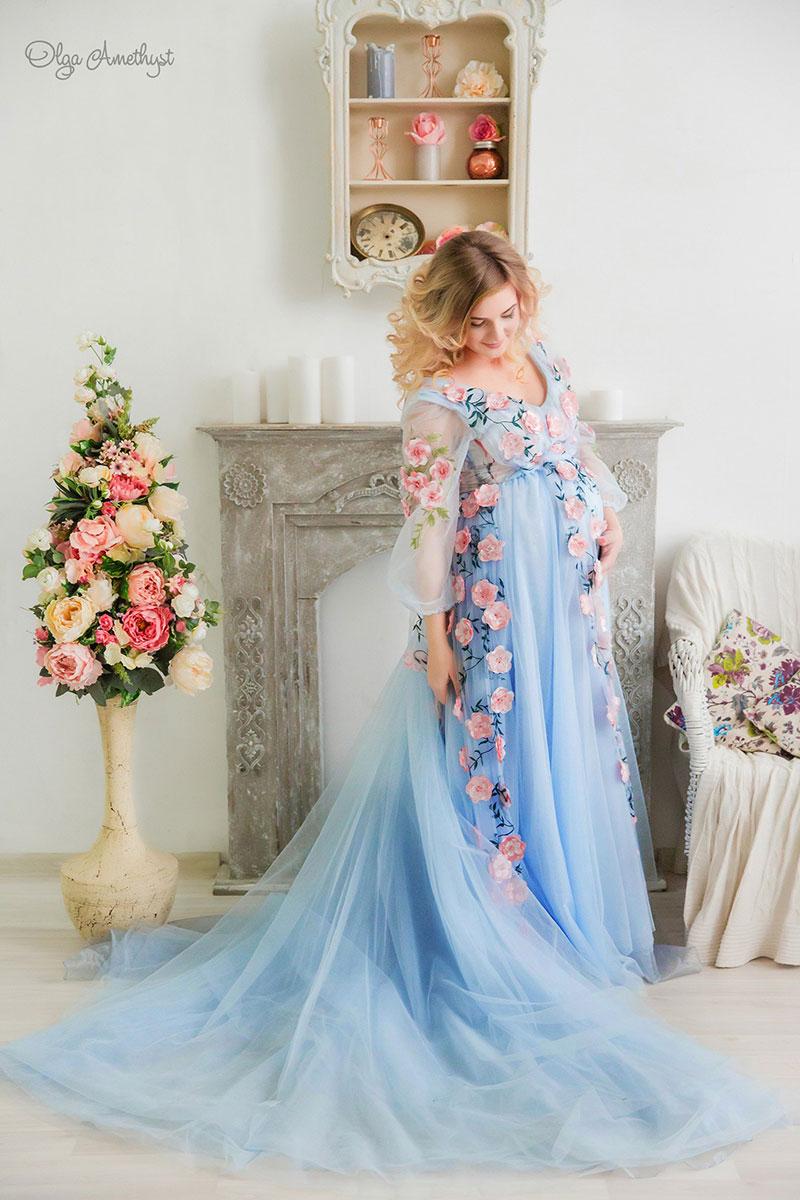 Голубое платье с цветами для фотосессии беременных