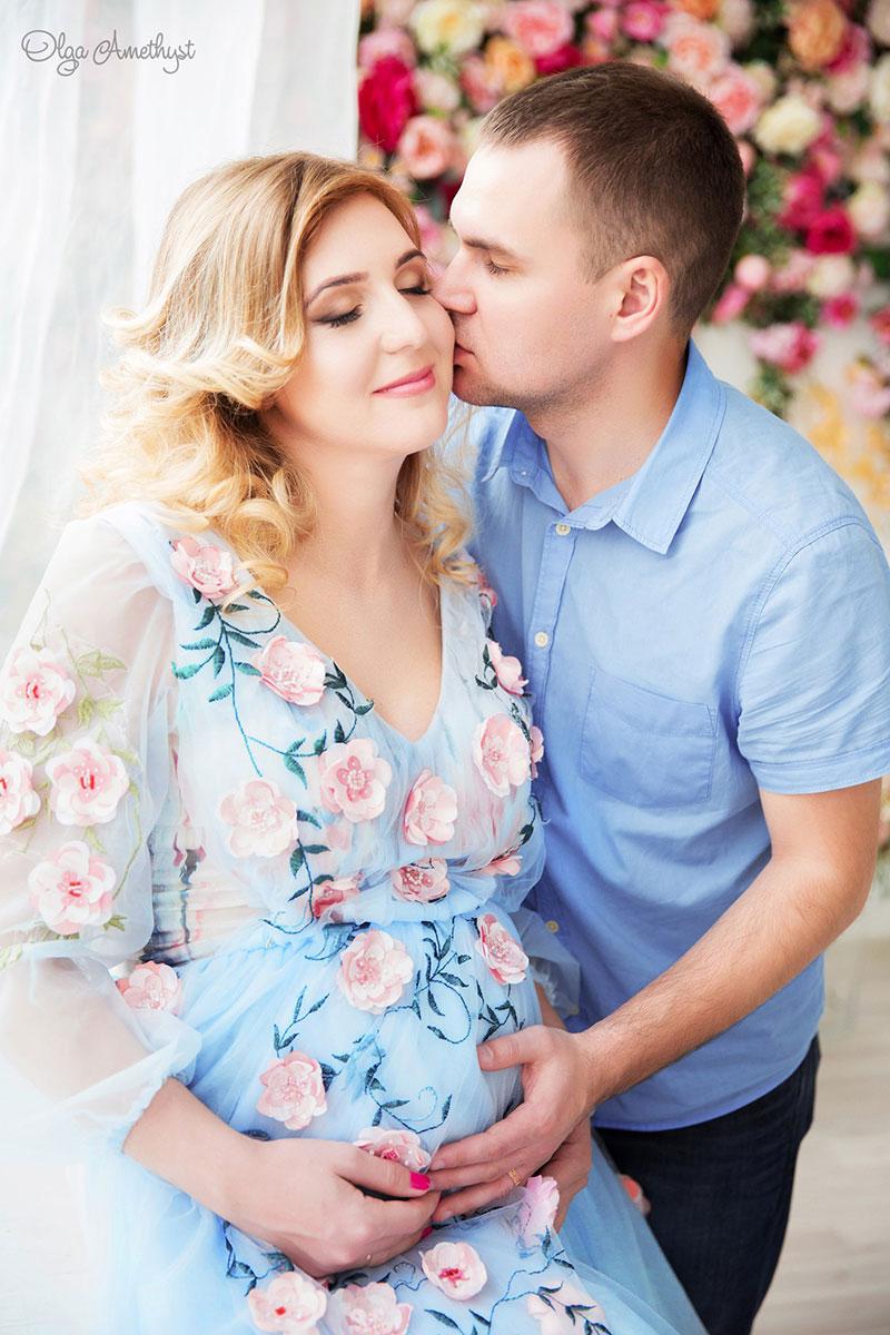 Голубое платье расшитое цветами