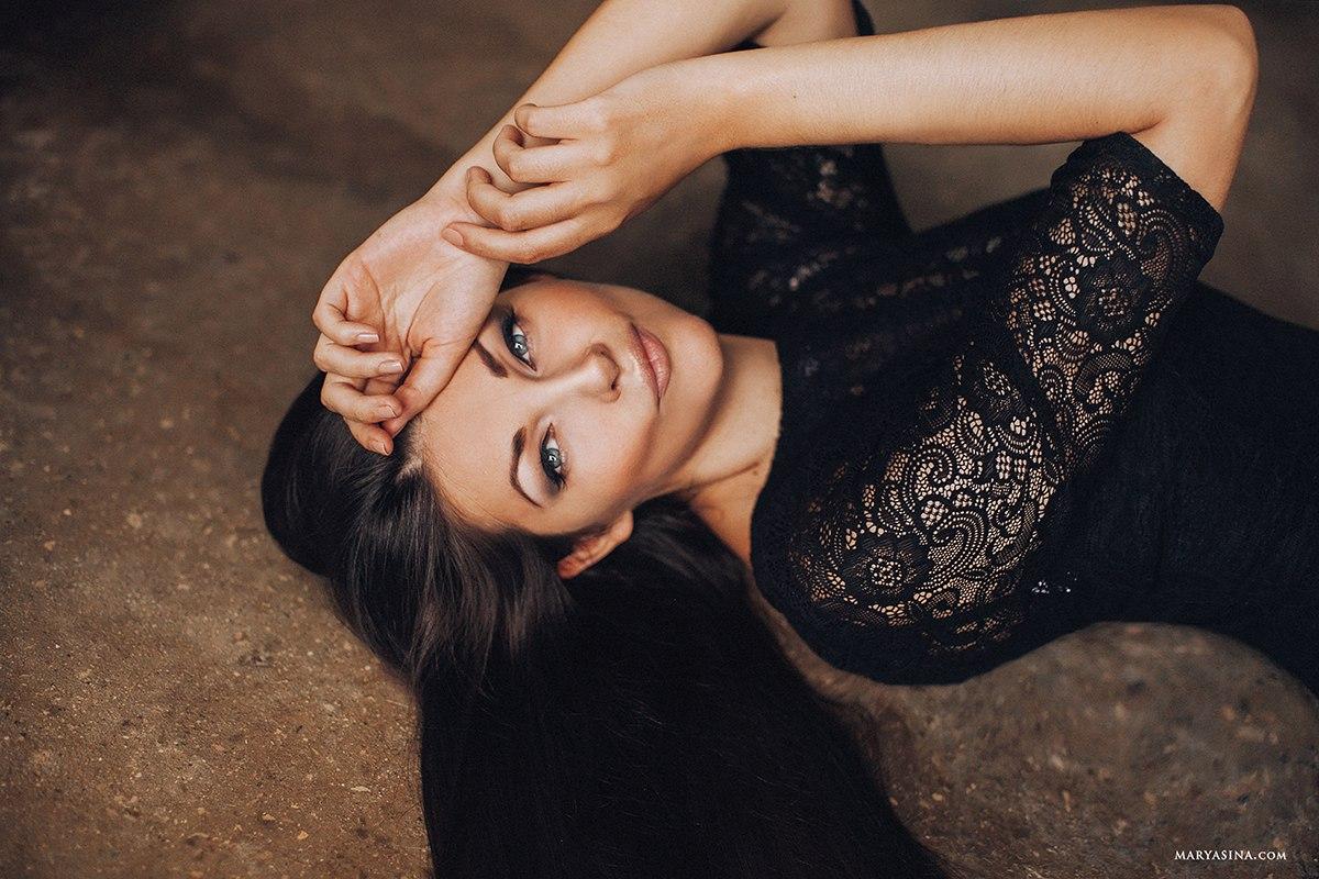 Вечернее платье из чёрного кружева