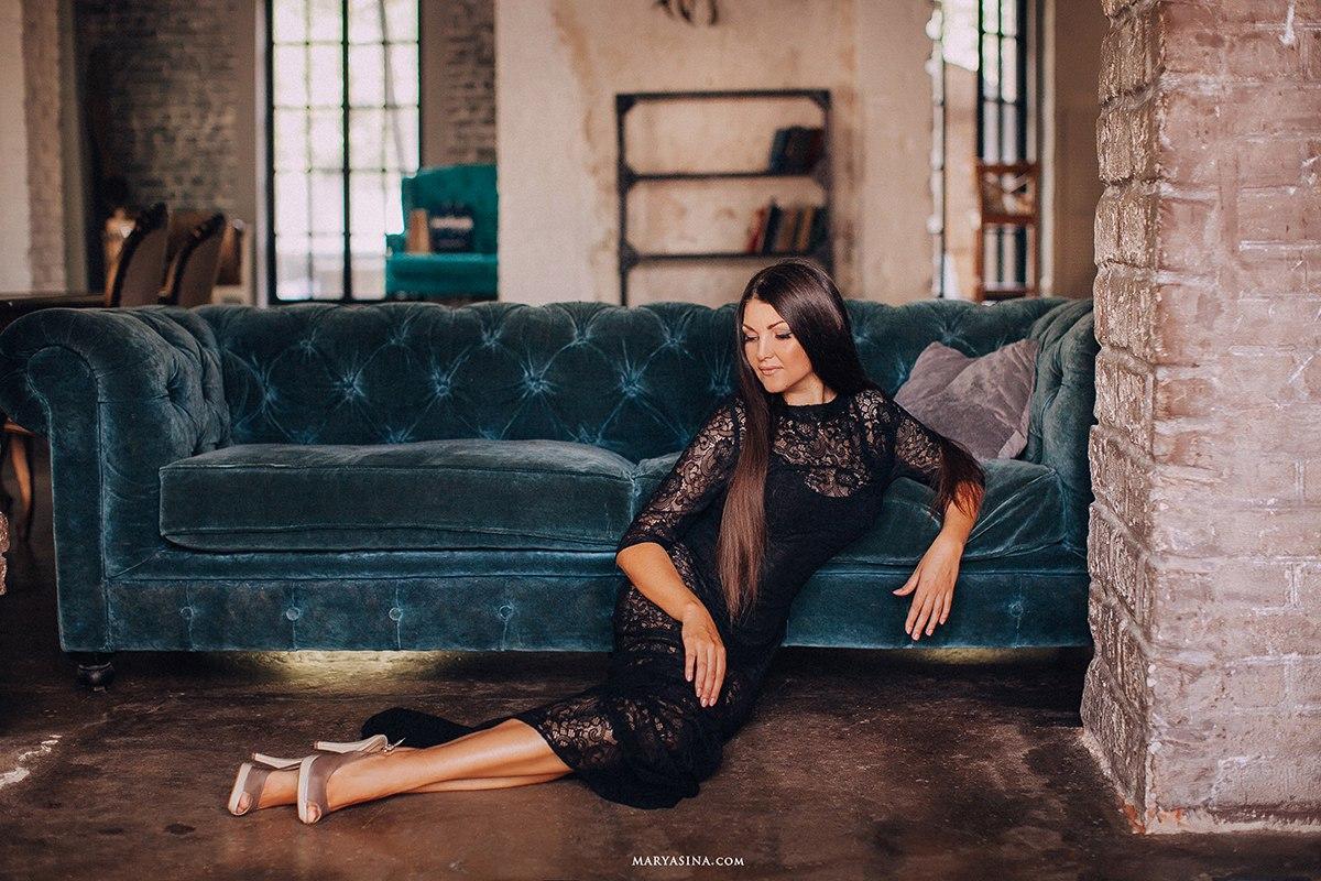 Черное платье из роскошного кружева