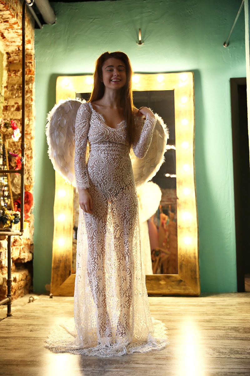 Небольшие крылья ангела из перьев