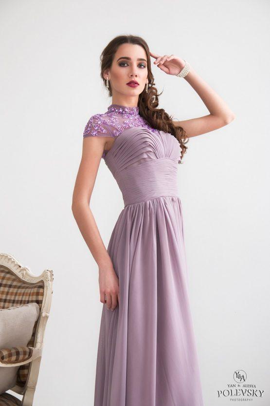 Платье лавандового оттенка с кружевным верхом