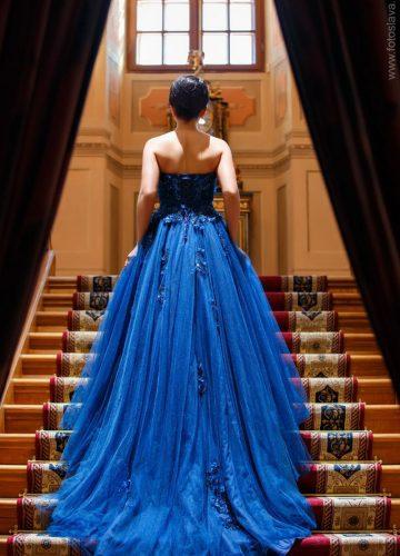 Пышное платье цвета грозового неба