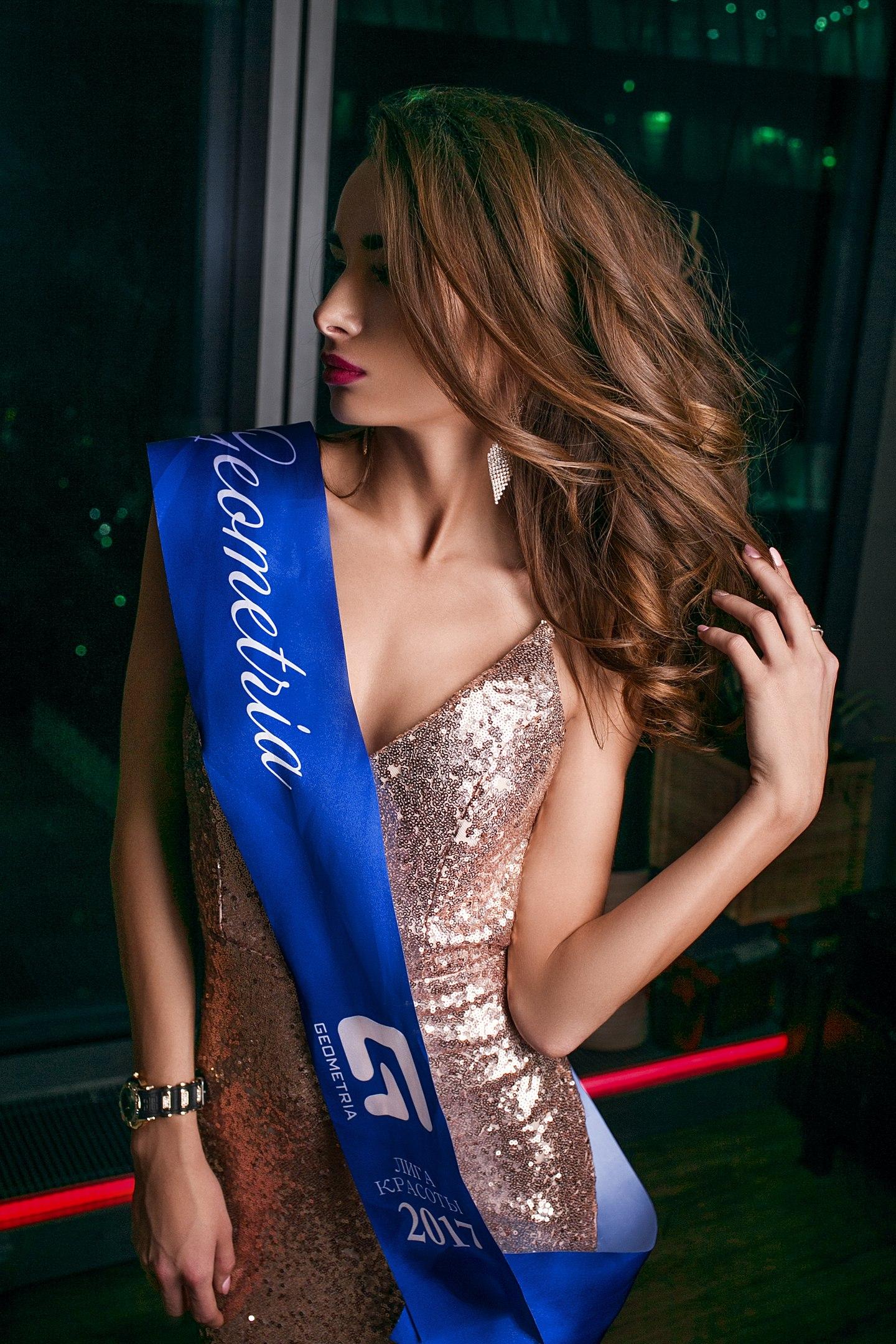 Фотомодель Анна Павлова - gобедительница конкурса «Лига красоты» в номинациях «супермодель» и «мисс Геометрия 2017»