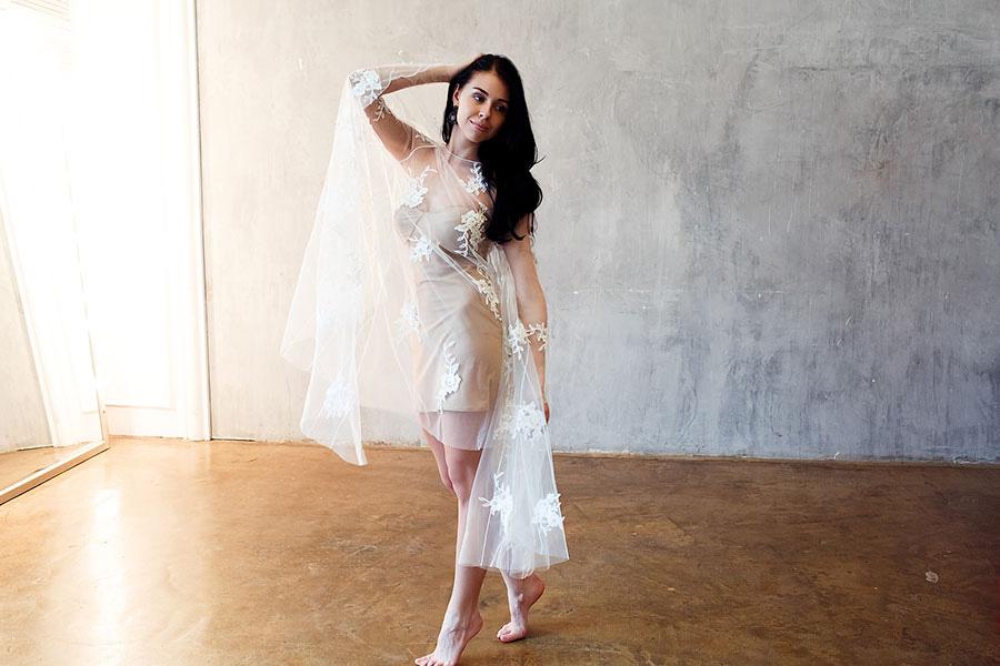 Прозрачное двухслойное платье с кружевом для фотопроекта