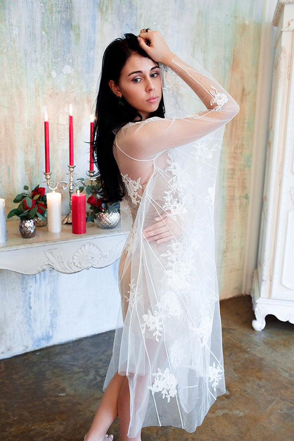 Прозрачное платье-бабочка