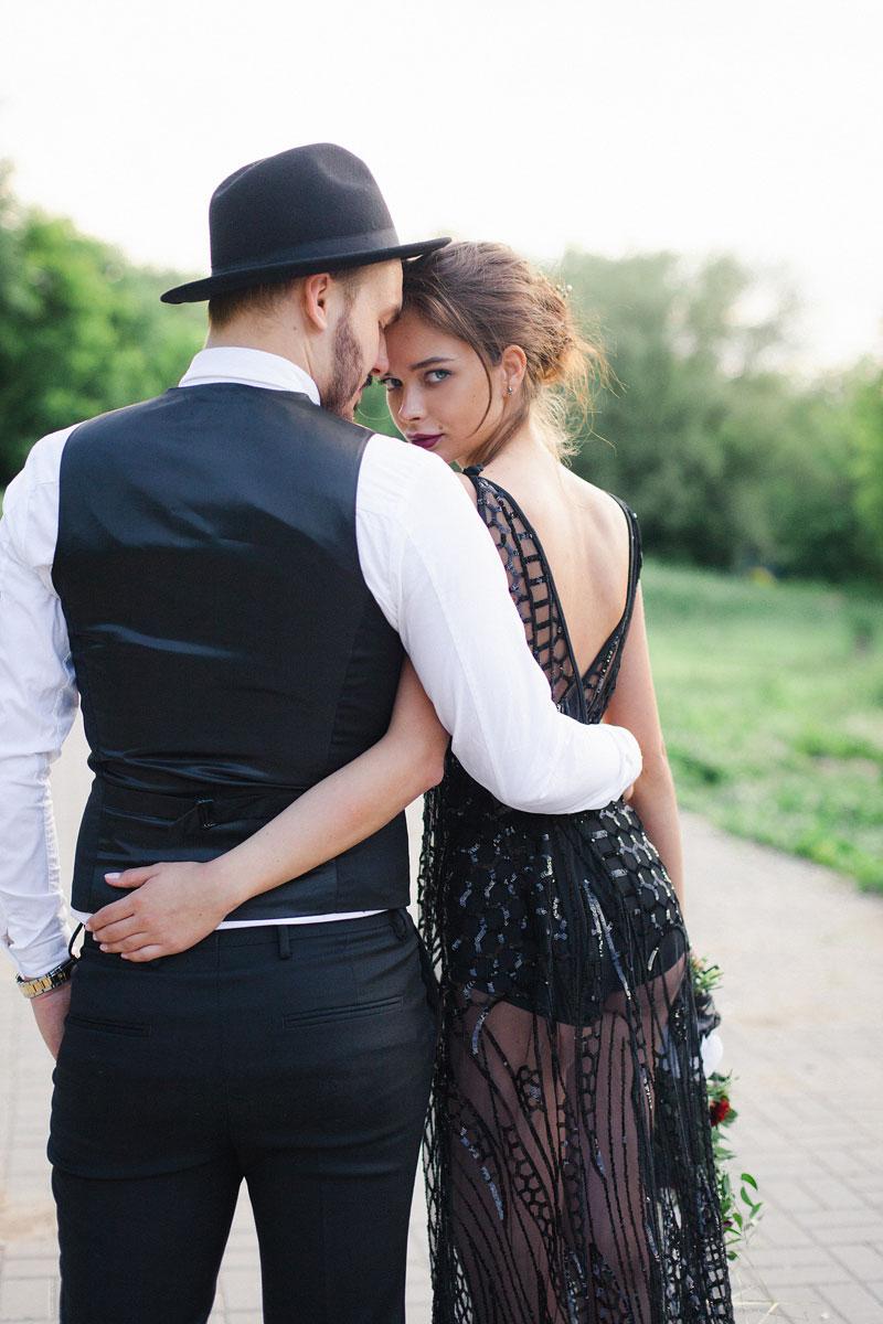 Платье для таинственной и загадочной красотки