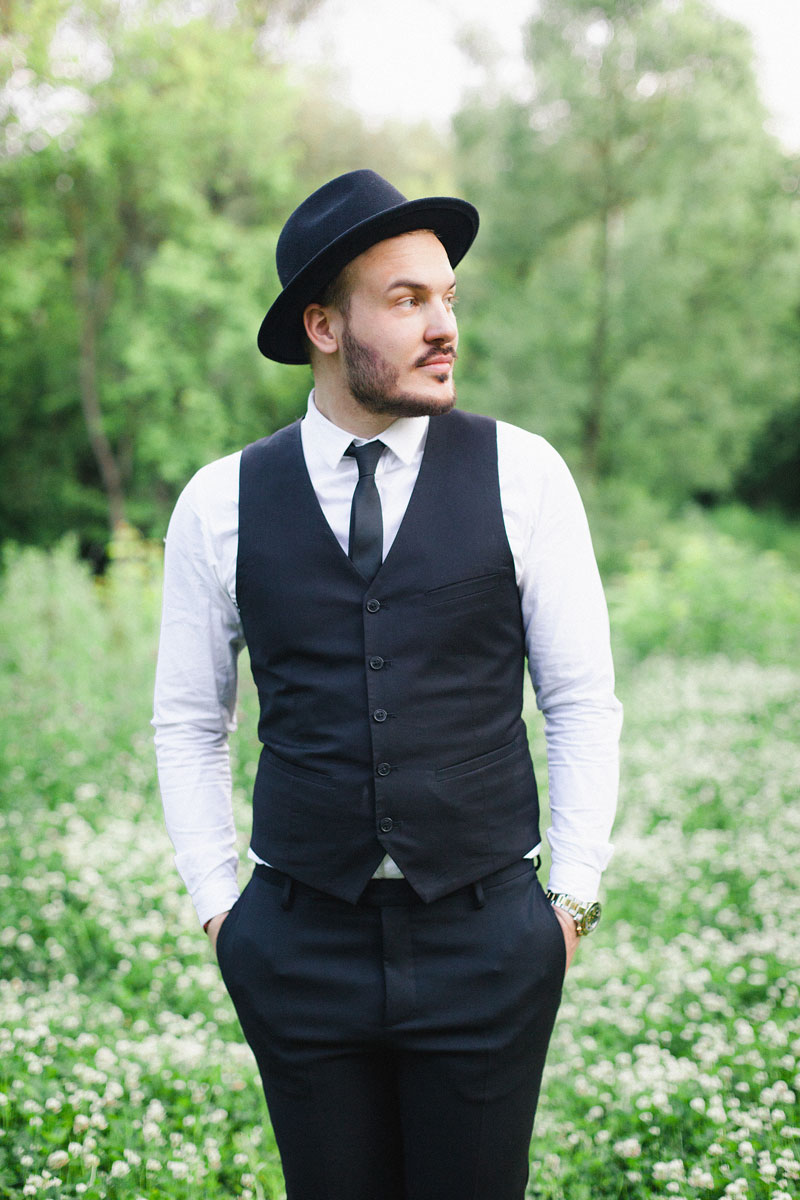 Фотосессия в костюме и шляпе