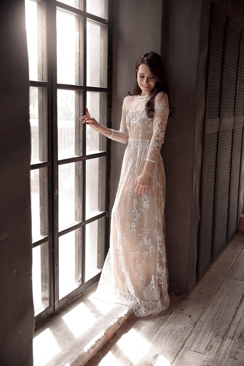 Платье в пол с длинными рукавами
