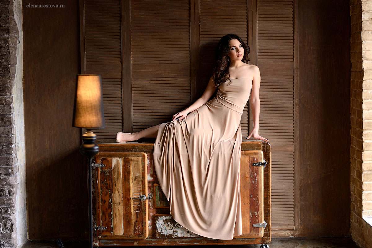 Платье цвета нюд напрокат
