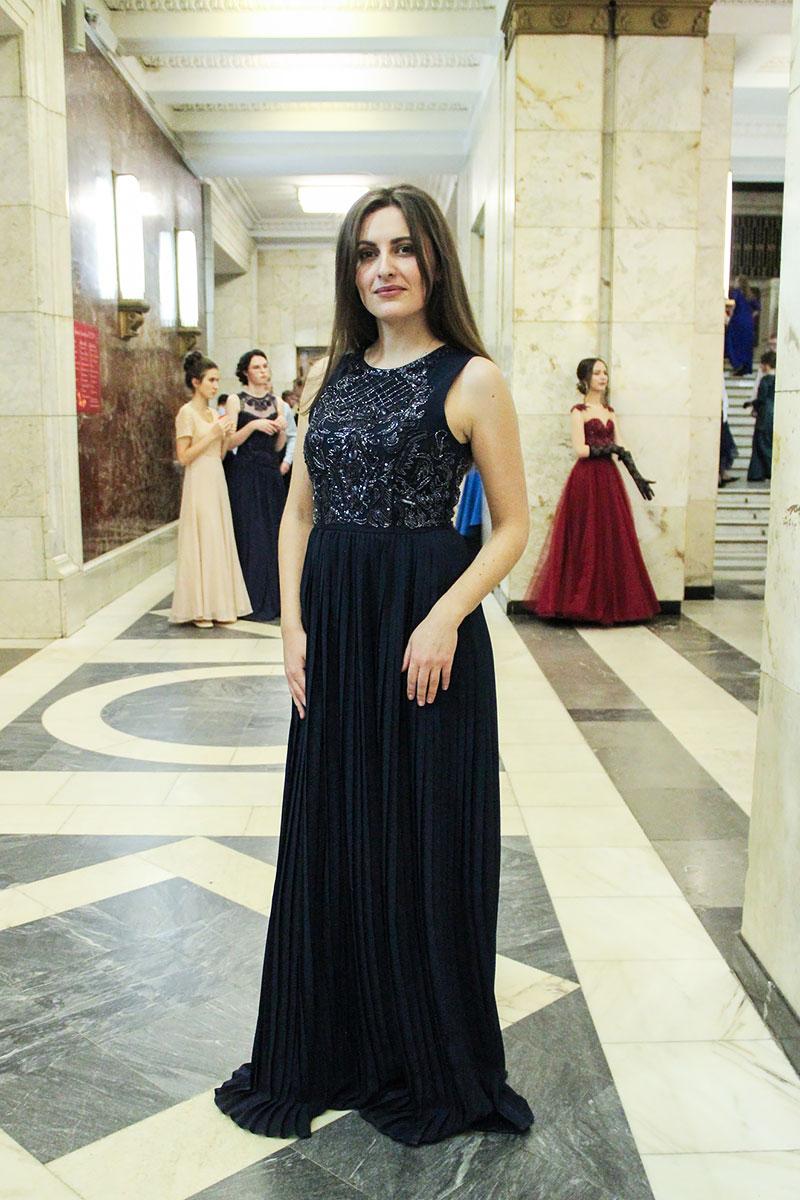Образ для бала в темно-синем платье