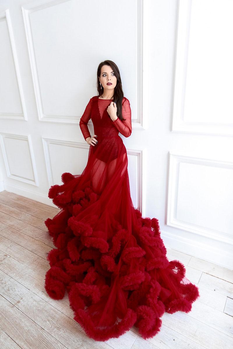 Красное платье для незабываемой фотосессии