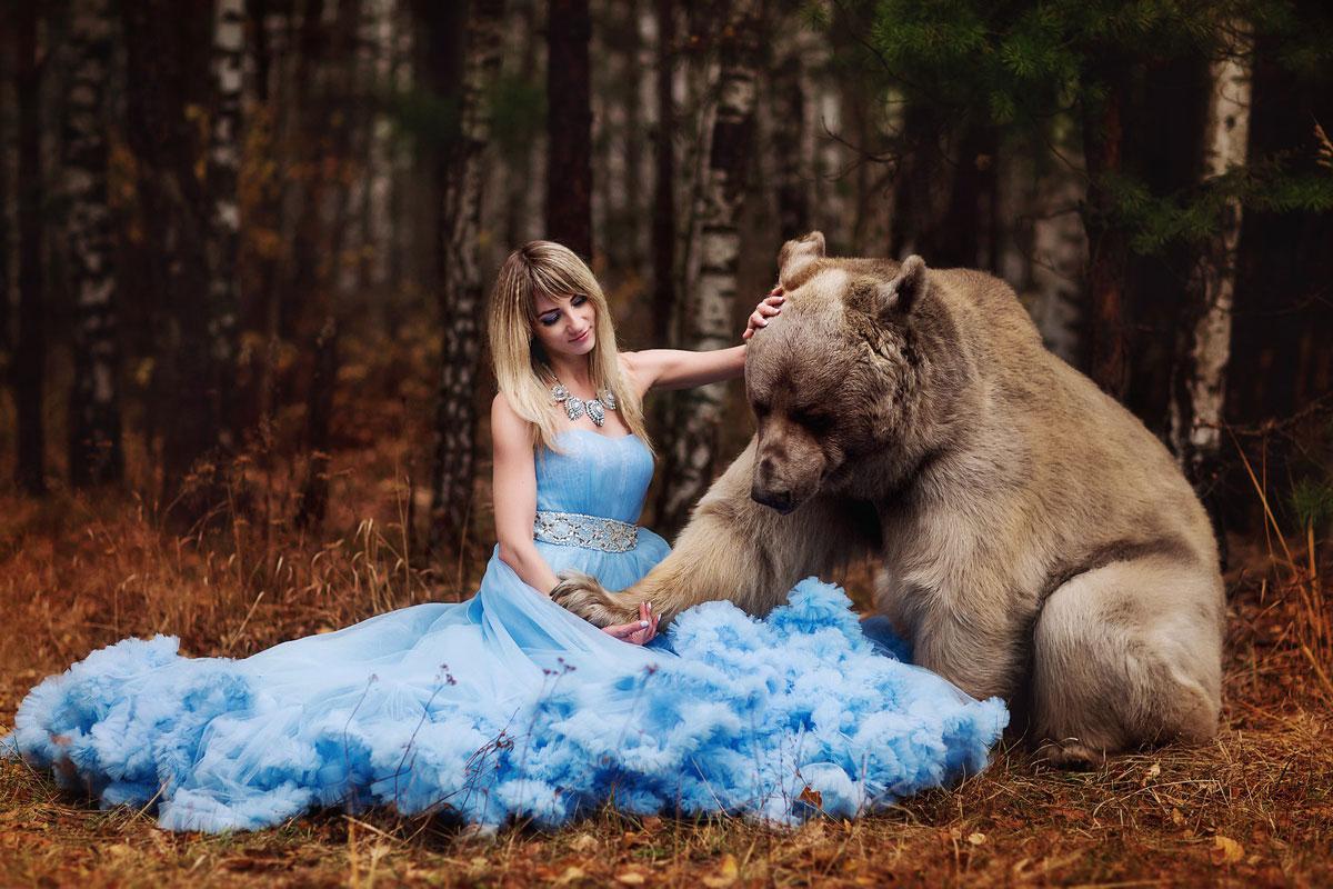 Дрессированный медведь для фото