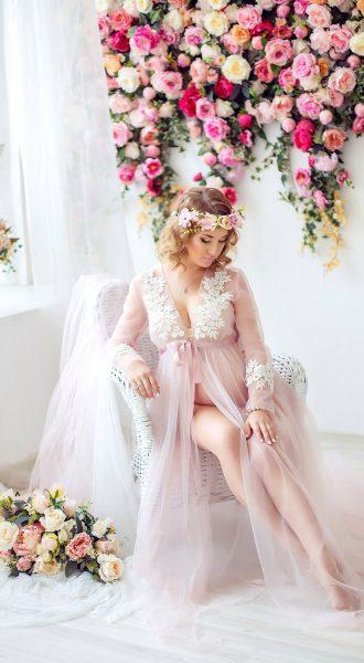 Розовое будуарное платье