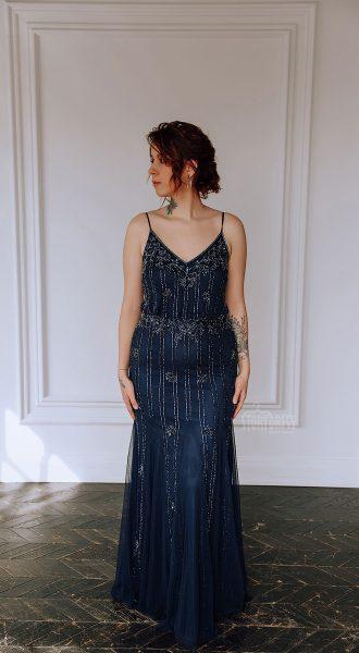 Синее платье для полных с топом на узких бретелях