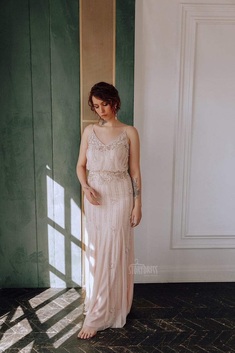 Платье размера плюс нюдового оттенка из легкой полупрозрачной ткани