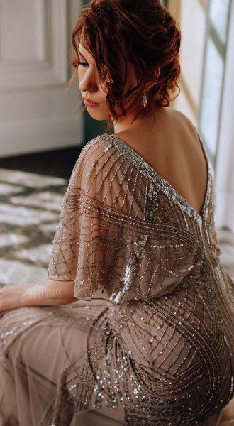 Вечернее платье для полных в бежевом цвете