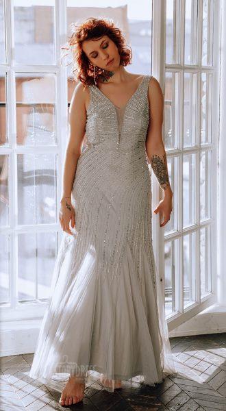 Платье большого размера с вышивкой бисером и открытой спиной Vivien