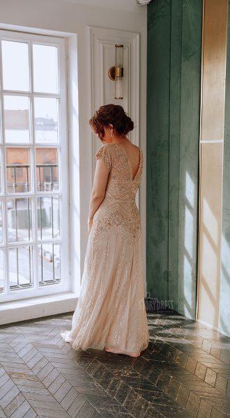 Вечернее платье размера плюс с глубоким декольте сзади